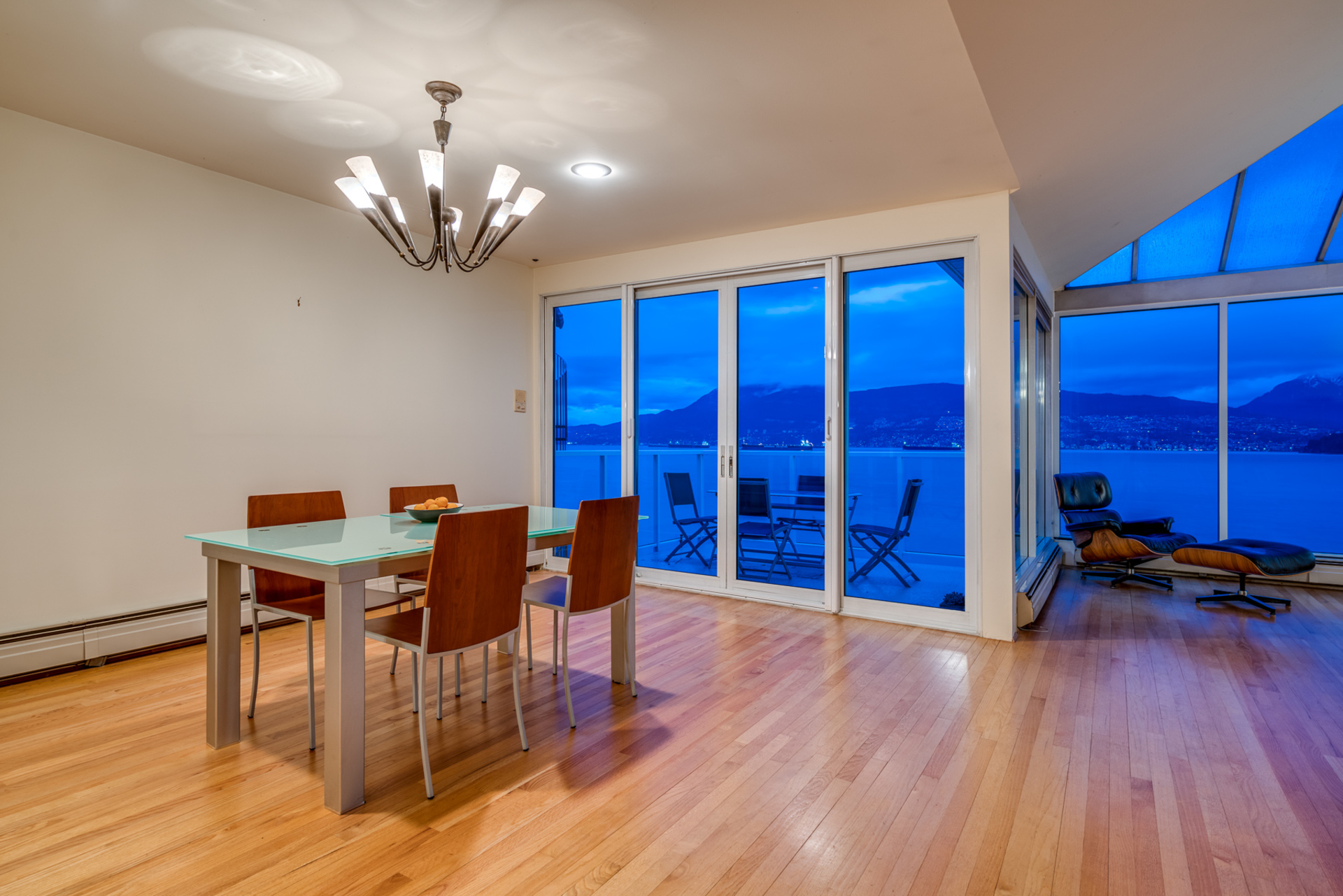 3157-point-grey-road-vancouver-360hometours-07s.jpg